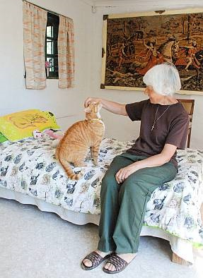 Aunty Eileen sitting on the bed with a cat